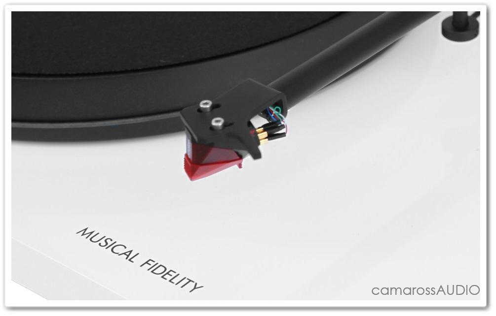 musical_fidelity_roundtable_s_white_cama